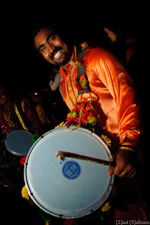 Drum Man (D700, Tamron 24-135mm f/3.5-5.6 @ 24mm, f5.8, ISO 800, 1/60sec + flash, SB900)